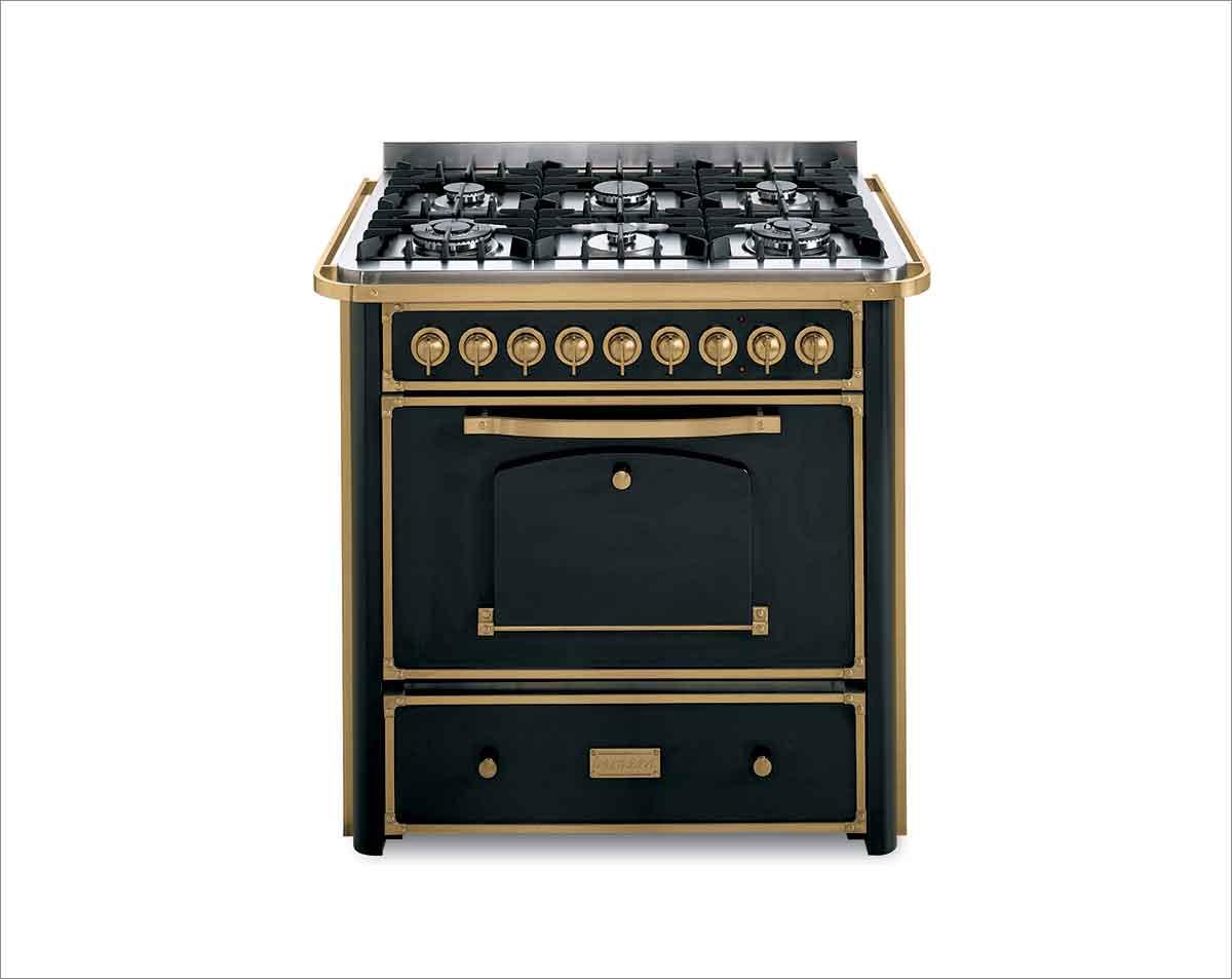 תנור קלאסי שחור בשילוב זהב