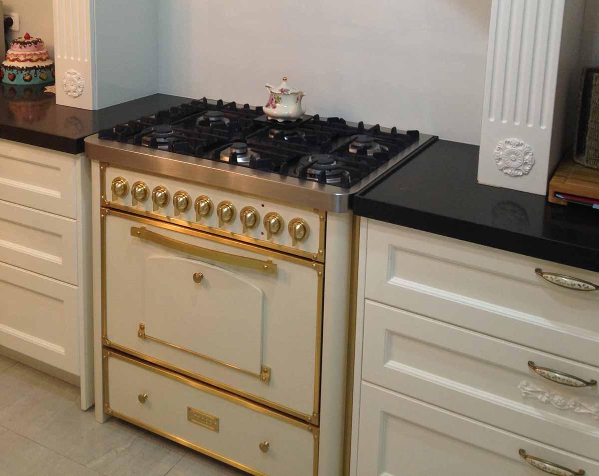 תנור קלאסי מעוצב בלבן