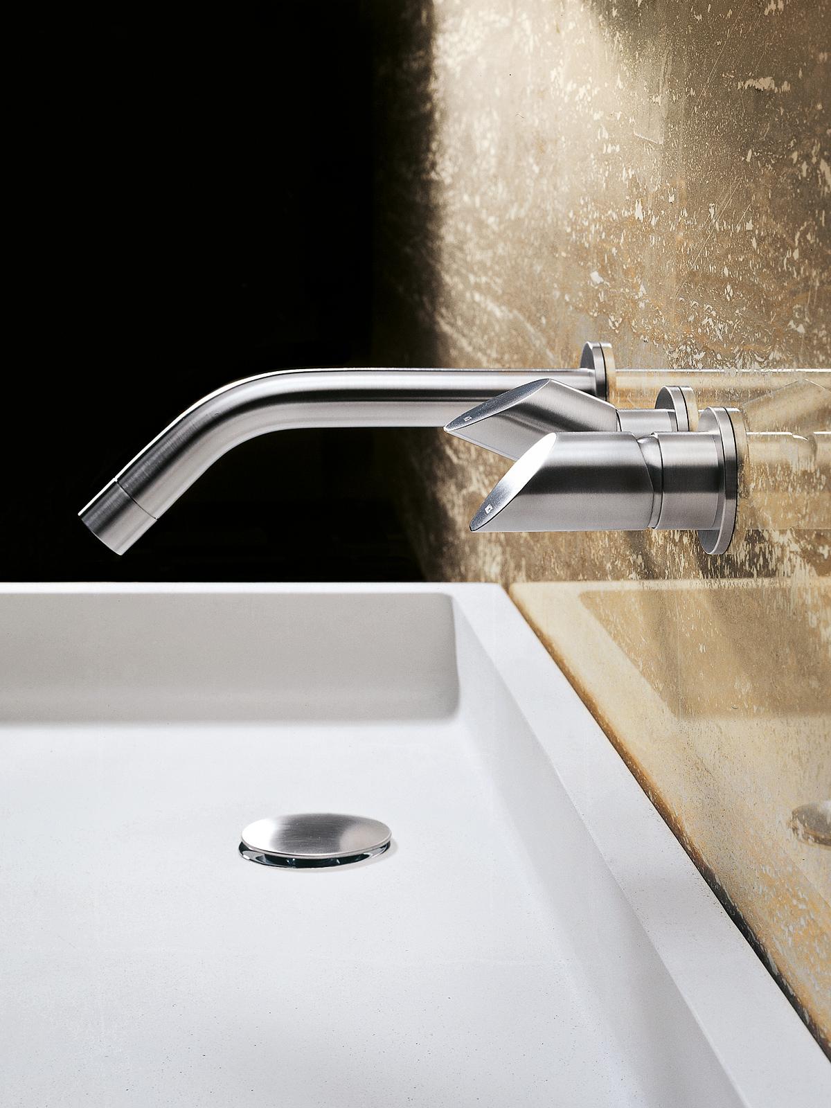 ברז נירוסטה מהקיר ידית מים קרים ידית מים חמים, מט